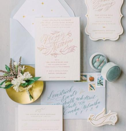 Photo by @jessicablex, Floral by @barefootflora, Hand-lettering by @cheryldyercalligraphy, Planning by @lovestruckevent